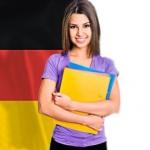 chica con bandera alemana